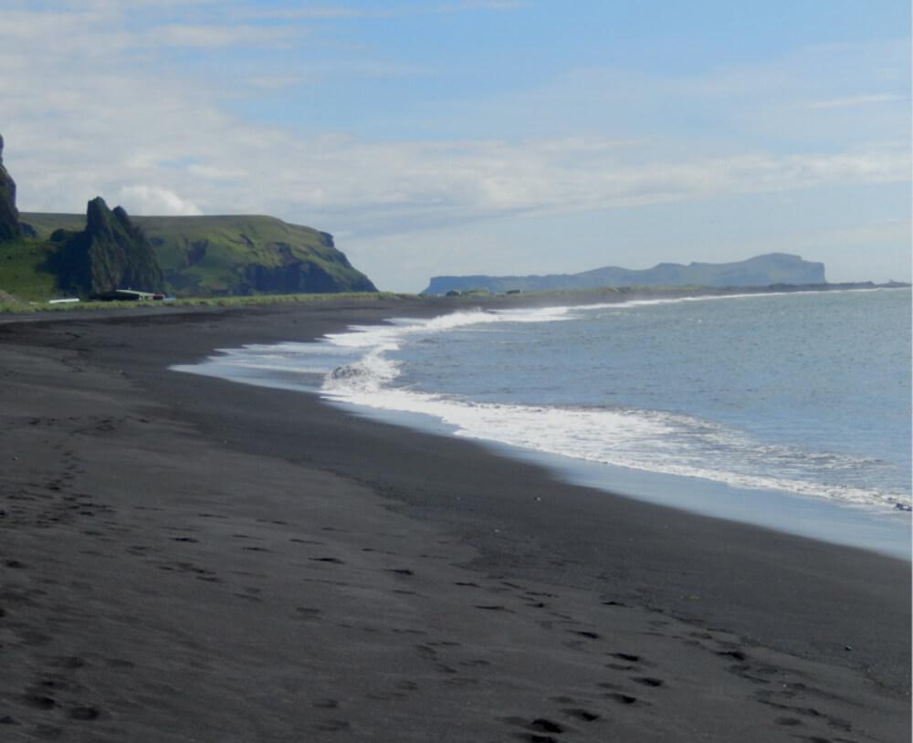 A photo of a beautiful black sand beach in Vik Iceland