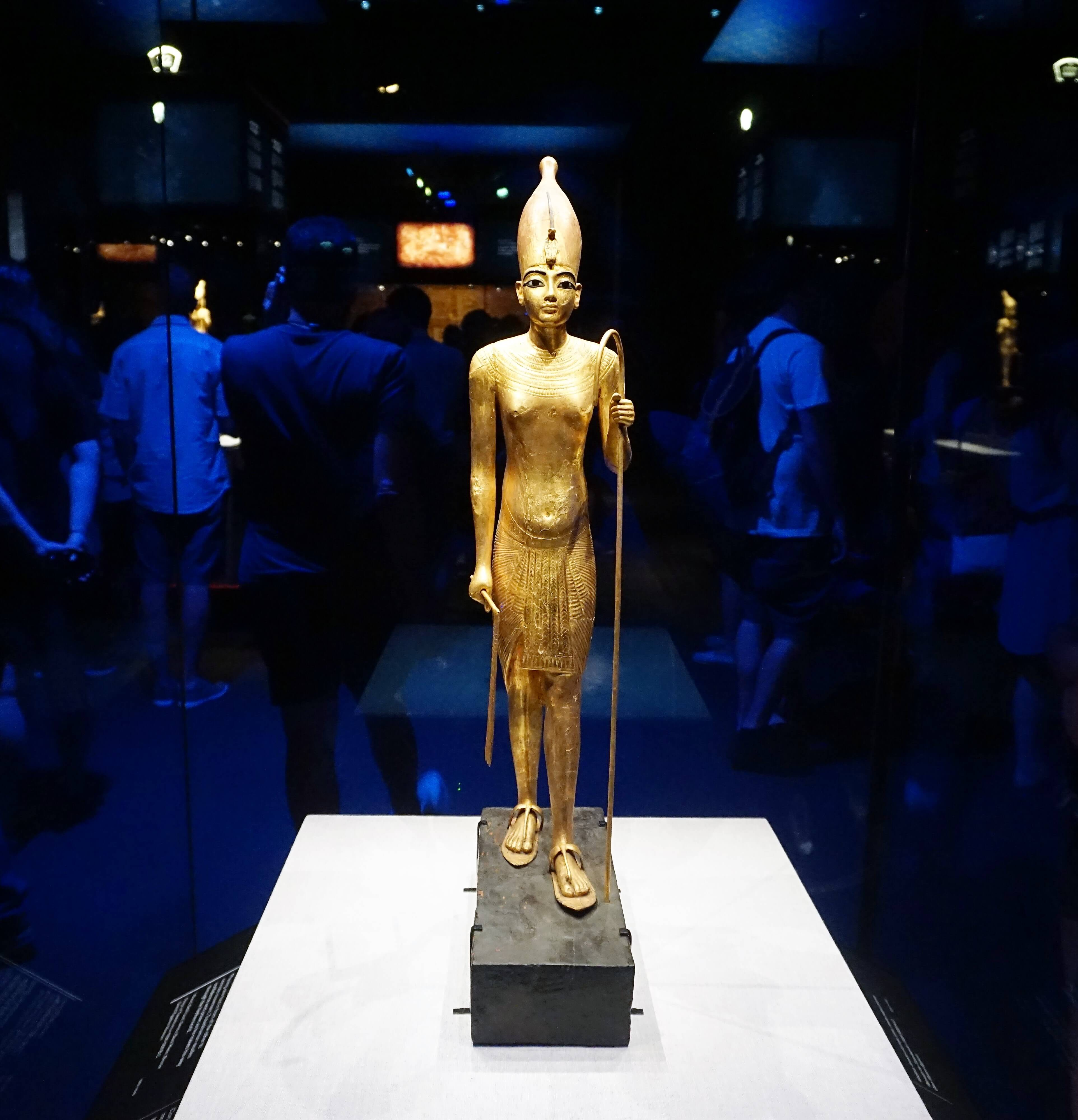 Gold statue of King Tut at California Science Center Los Angeles