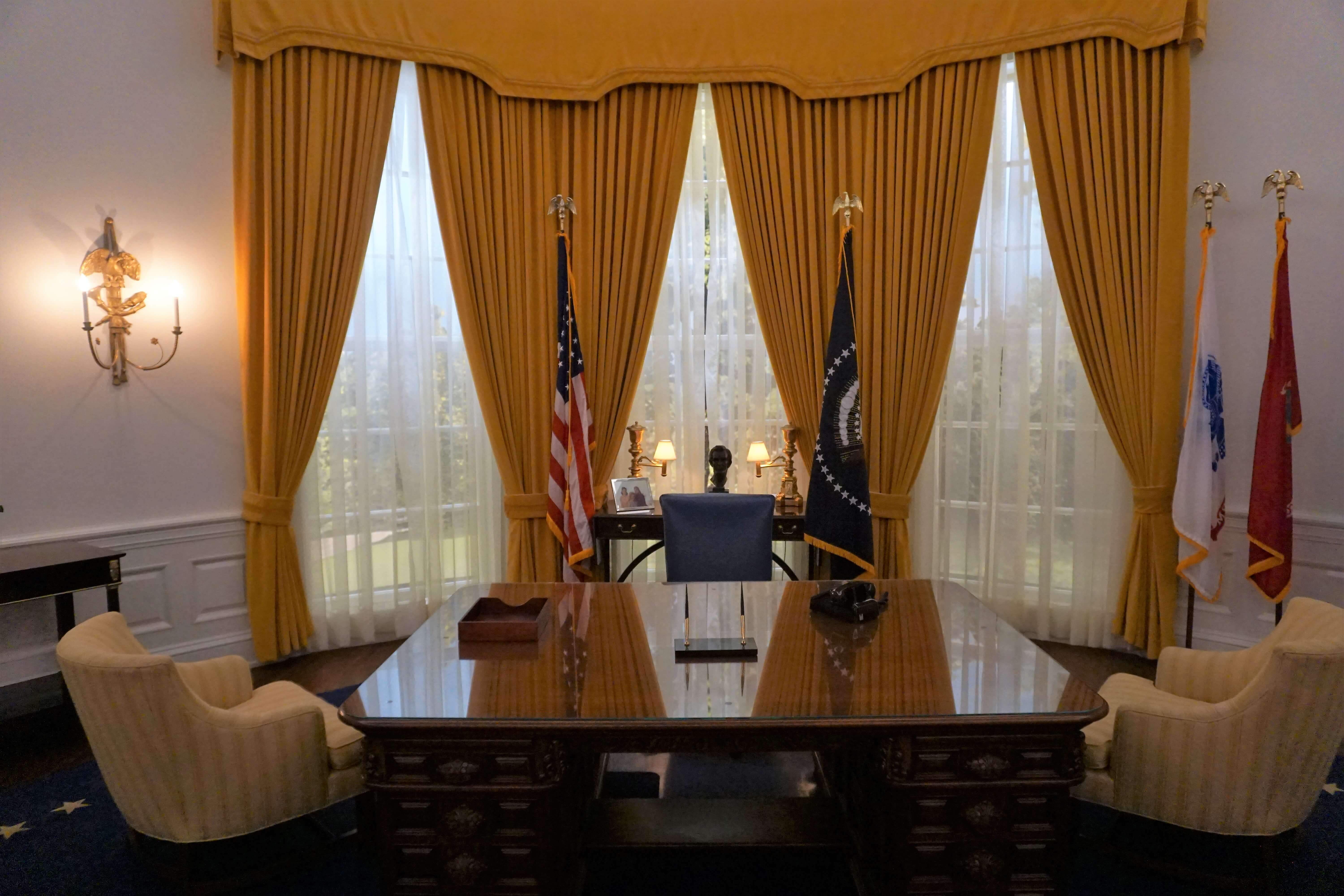 Replica of oval office during Richard Nixon's presidency