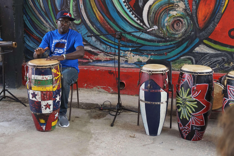 Drummer in Callejon de Hamel